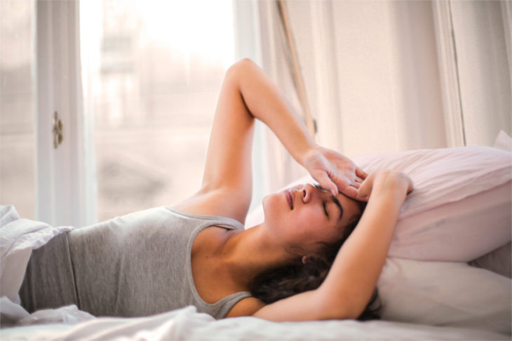 woman-in-bed-with-migraine